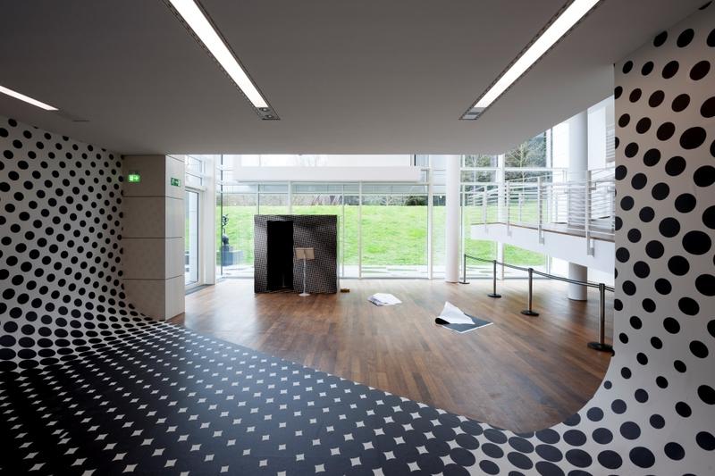 bedruckter pvc vinylboden bodenwerbung schutzmatten und schreibtischauflagen individuell. Black Bedroom Furniture Sets. Home Design Ideas